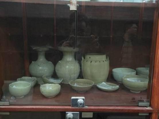 调整大小 图五、襄阳市文物考古研究所藏岳州窑、长沙窑瓷器.jpg