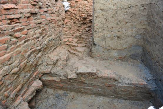 纳提什瓦遗址的早期建筑遗迹.JPG